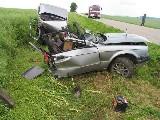 obrázek ke článku: Bez řidičáku a STK, na sjetých gumách způsobil vážnou autonehodu