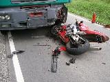 obrázek ke článku: Motorkář nepřežil čelní náraz do plně naloženého náklaďáku