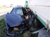 obrázek ke článku: Srážku BMW a nákladního vozidla u Libišan nepřežil jeden člověk