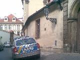 obrázek ke článku: Parkování policejní vozu ve Valdštejnské
