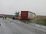 obrázek ke článku: Při srážce kamiónu a osobního auta na královehradecku přišli čtyři lidé o život